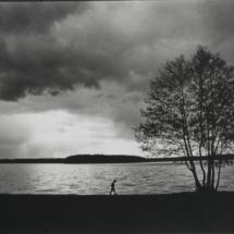 Spaziergänger am Ufer Ausschnitt